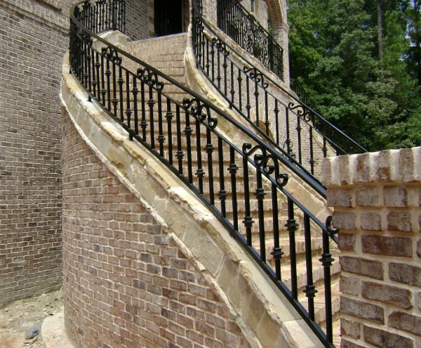 سڑھیوں والا دروازہ
