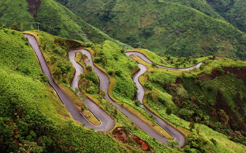 پہاڑی علاقوں والی سڑک